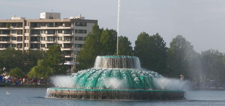 Lake Eola Fountain - downtown Orlando (Photo: WONO)