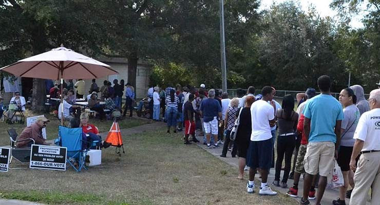 Voters in Orange County, Fl. wait on line for several hours at a polling station on Silver Star Road, November 6, 2012 (File Photo: Lance Scurvin/WONO)